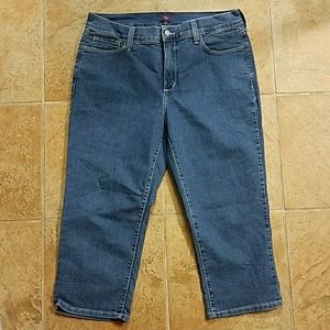 NYDJ High Waisted Capris Size 12 Made in USA